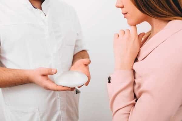 choisir implants docteur frederic picard chirurgien esthetique paris levallois perret specialiste protheses mammaire